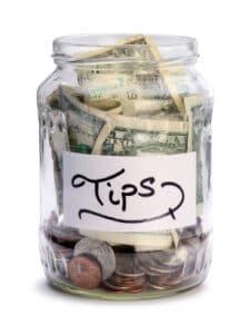 חוסכים כסף מול רשות המסים